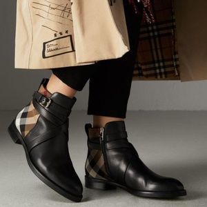 Burberry Classic Print Vaughan Flat Leather Boots